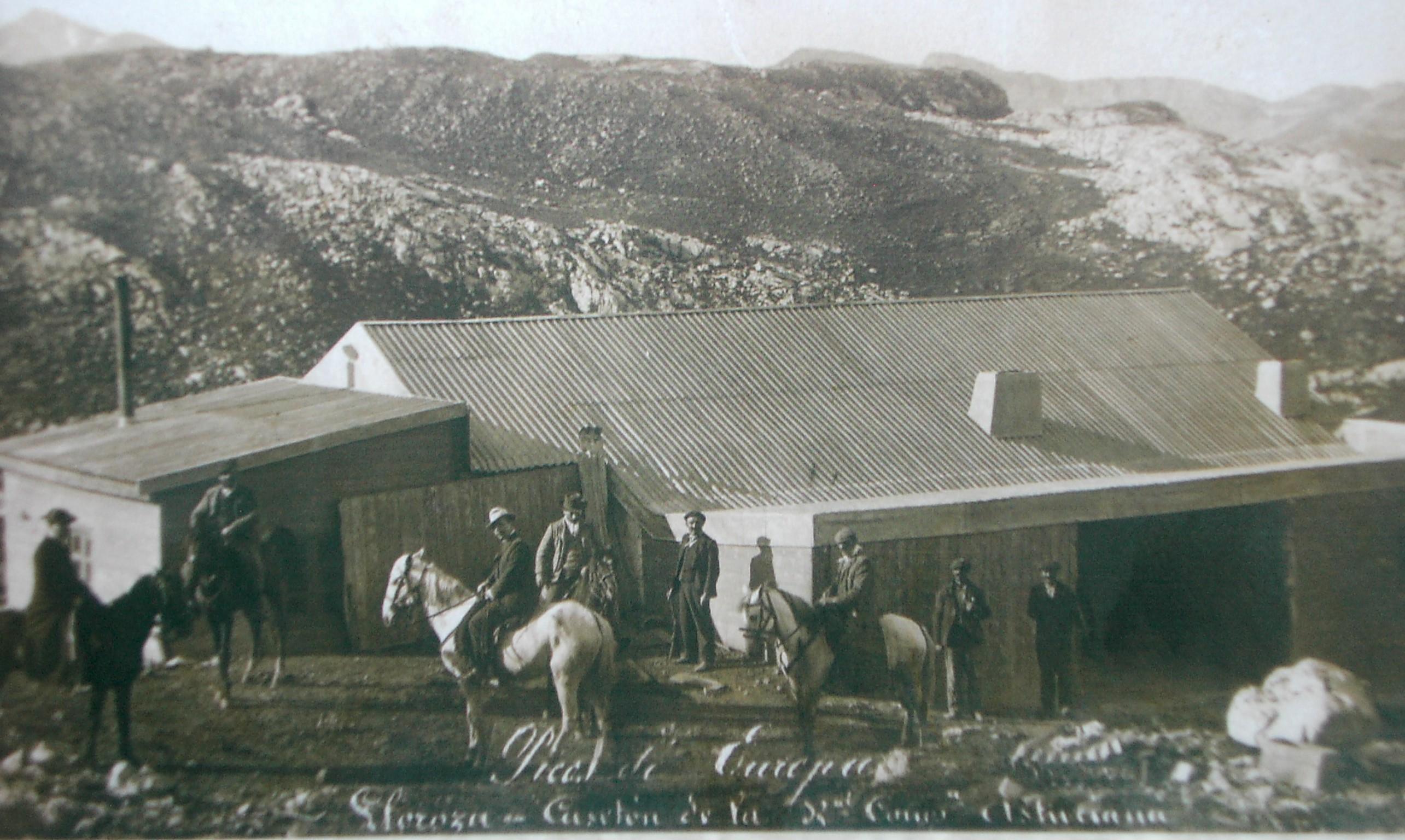 Casetón de las minas de Lloroza en los primeros años del siglo XX